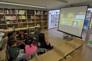 Escolares de Zaidín (Huesca), siguiendo la ponencia del Día de Internetpor videoconferencia conferencia