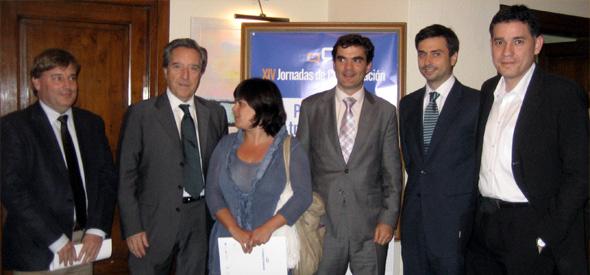 José Manuel Lozano (director general de Heraldo), Iñaki Gabilondo, Camino Ibarz (presidenta de la Asociación de Prensa de Aragón), Guzmán Garmendia (director general de LINC), Miguel Ángel Madrid (director general de Iogenia) y Ramón Salaverría. (Zaragoza, mayo 2011)